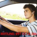 Đeo tai nghe khi đang lái xe sẽ bị xử phạt